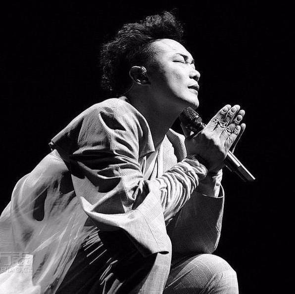 富士山下-陈奕迅〖简易动听〗-钢琴谱